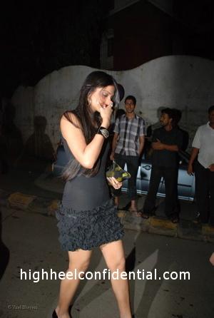 sonam-kapoor-katrina-birthday-party-black-dress1.jpg