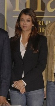 aishwarya-rai-black-blazer-with-denims.jpg