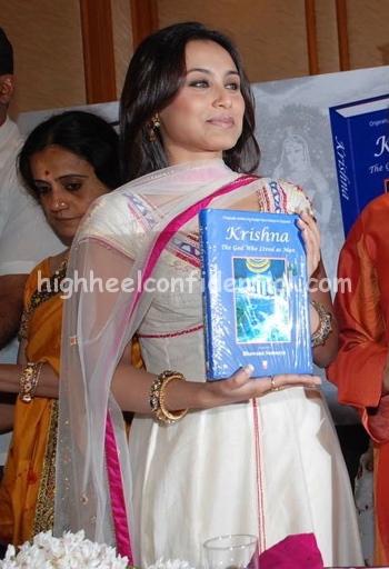 rani-mukherjee-krishna-book-launch-11.jpg