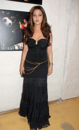 riya-sen-black-corset-black-skirt.jpg