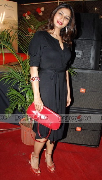 tanisha-black-dress-red-bag-and-red-shoes.jpg