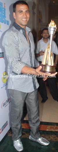 akshay-kumar-cnbc-awards-louis-vuiton-loafers-11.jpg