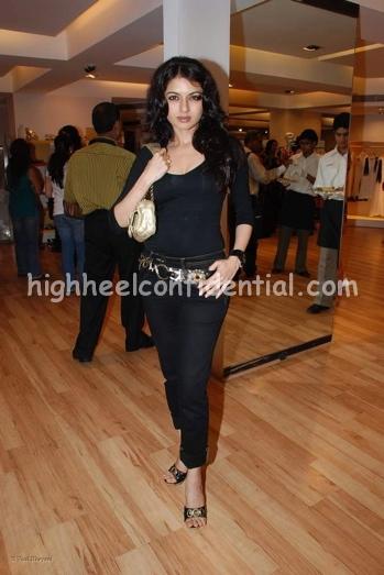 bhagyashree-aza-black-outfit-11.jpg