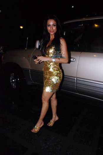 hdil-couture-week-malaika-arora-khan-gold-dress.jpg