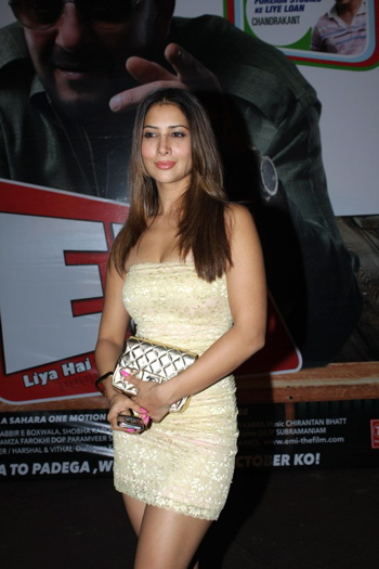 kim-sharma-emi-music-launch-1.jpg