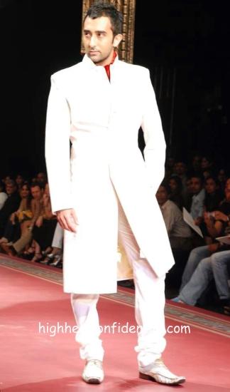 manav_couture_week_rahul_khanna.jpg