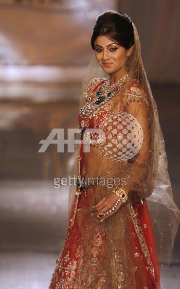 shilpa_shetty_couture_tarun_tahiliani.jpg