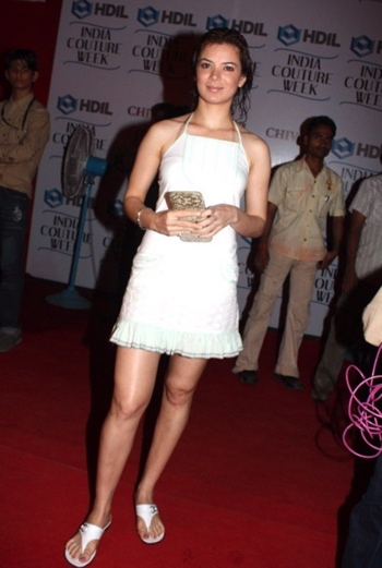 urvashi-sharma-hdil-couture-week-tt.jpg