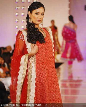 1-meera-muzaffar-ali-bridal-asia-show-2008.jpg