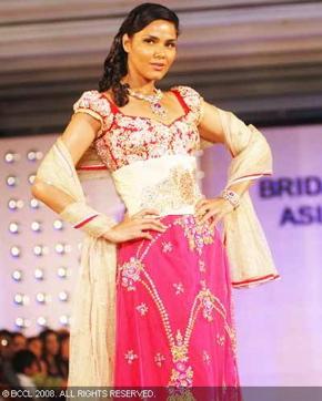 1-pallavi-jaikishan-bridal-asia-show-2008.jpg