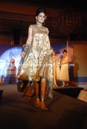 13-pria-kataria-puri-fashion-show.jpg