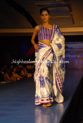 16-maheka-mirpuri-fashion-show.jpg