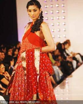 2-meera-muzaffar-ali-bridal-asia-show-2008.jpg
