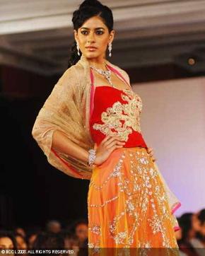2-pallavi-jaikishan-bridal-asia-show-2008.jpg