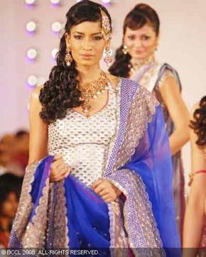 4-meera-muzaffar-ali-bridal-asia-show-2008.jpg