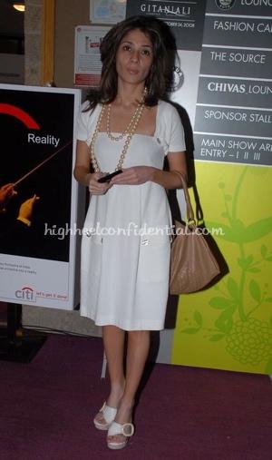 haseena-jethmalani-white-dress-lakme-fashion-week.jpg