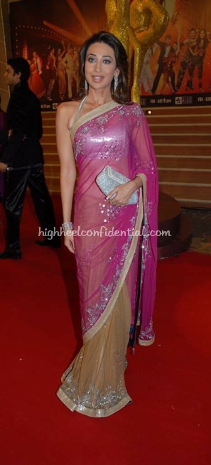 karisma-kapoor-nach-baliye-red-carpet-pink-and-beige-sari-11.jpg