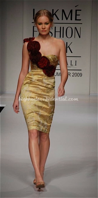 nalanda-bhandari-runway-lakme-fashion-week1.jpg