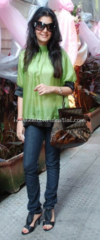 neha-oberoi-tissya-jewels-green-top-fendi-bag_0.jpg