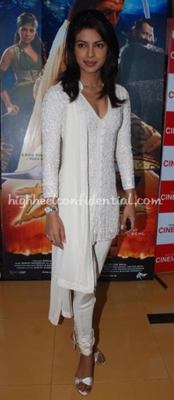 priyanka-chopra-special-screening-of-drona1.jpg