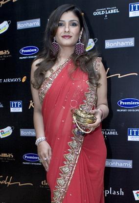 raveena-tandon-charity-event-dubai-pink-sari-1.jpg