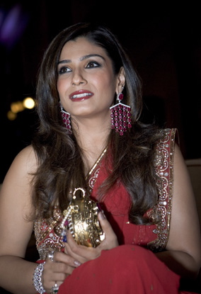 raveena-tandon-charity-event-dubai-pink-sari.jpg