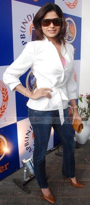 shamita-shetty-tiger-white-jacket.jpg