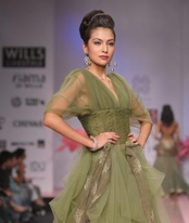sheers-virtues-by-ashish-viral-and-vikrant-trend-report-spring-09.jpg