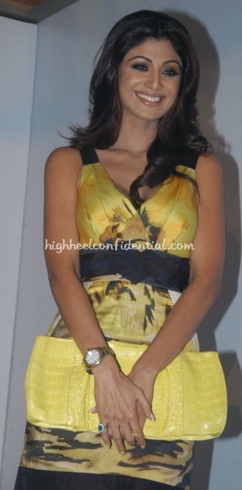shilpa-shetty-cloud-9-yellow-and-black-dress-yellow-clutch-11.jpg