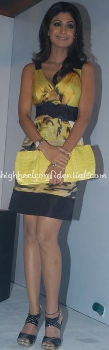 shilpa-shetty-cloud-9-yellow-and-black-dress-yellow-clutch1.jpg