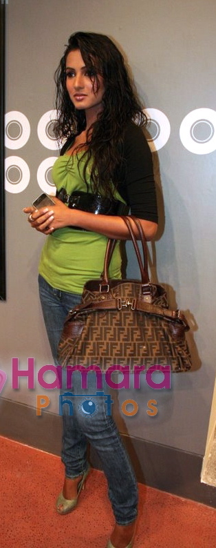 sonal-chauhan-jannat-promotion-fendi-bag-green-top.jpg