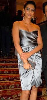 sonam-kapoor-14-anniversary-bombay-times-party-grey-dress.jpg