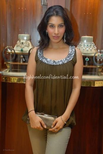 sophie-chaudhary-yogesh-jasnani-store-launch1.jpg