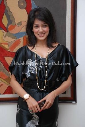 vidya-malwade-art-exhibition-black-dress.jpg