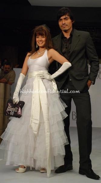 vidya-malwade-baggit-fashion-show-white-down1.jpg