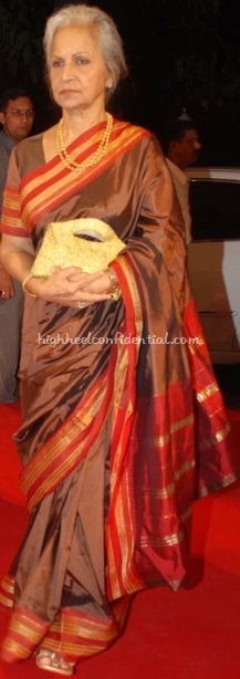 waheeda-rehman-harmony-silver-awards1.jpg
