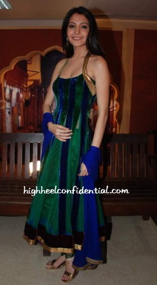 anoushka-sharma-blue-green.jpg