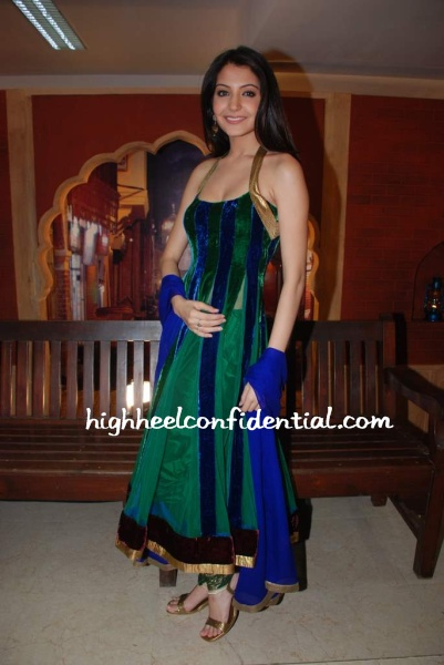 anoushka-sharma-green-anarkali.jpg
