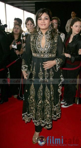 raveena-zee-cine-awards.jpg