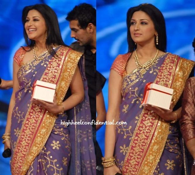 sonali-bendre-indian-idol-finale.jpg