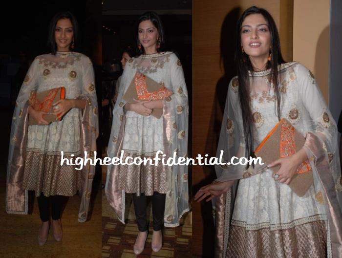 sonam-kapoor-anamika-lakme-fashion.jpg