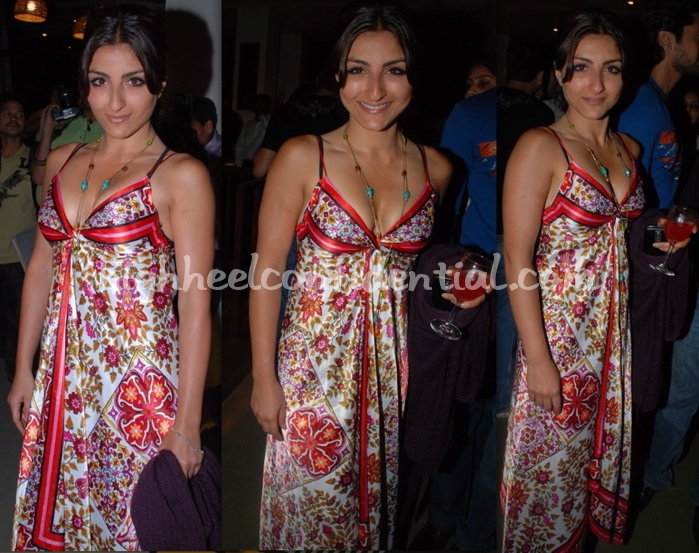 soha-ali-khan-trikaya-scarf-dress_0.jpg