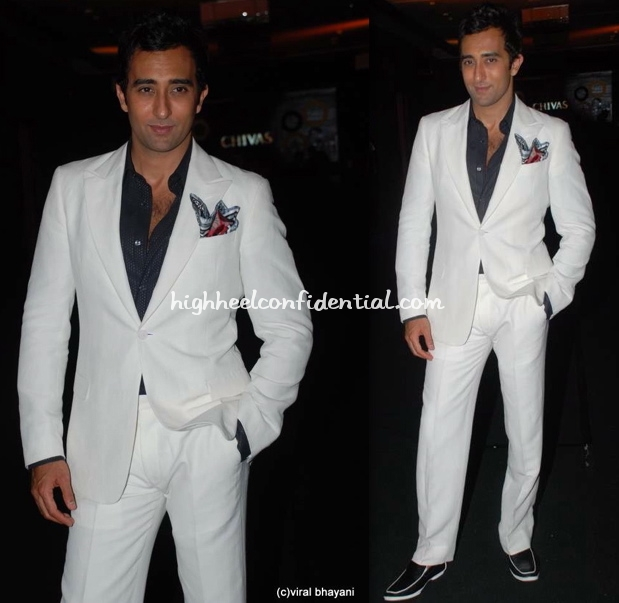 rahul-khanna-gq-men-of-the-year-awards-armani-white-suit