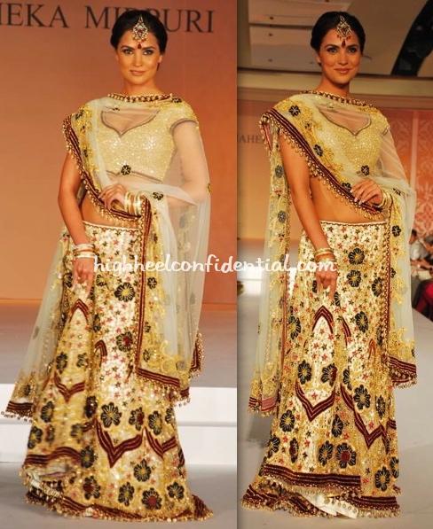 lara-dutta-maheka-mirpuri-fashion-show