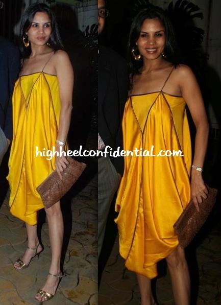 pratima-bhatia-isha-koppikar-sangeet-anuj-sharma-dress