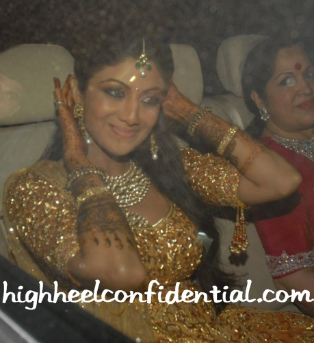 shilpa-shetty-wedding-gold-sangeet