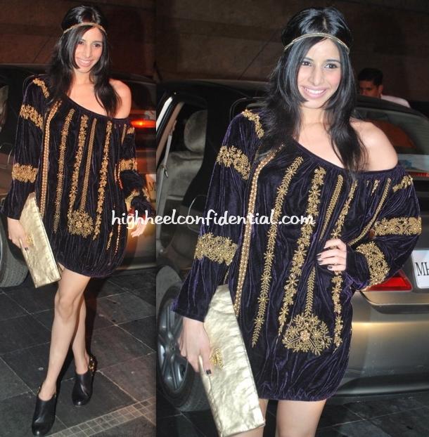 soniya-mehra-triumph-fashion-show-prada-clutch