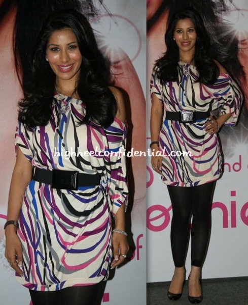 sophie-chaudhary-dvf-dress-album-promotion-at-inorbit-mall