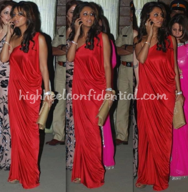 filmfare-awards-2010-gauri-khan-red-dress