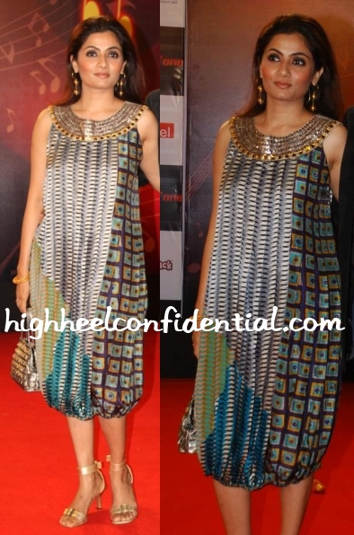 gayatri-iyer-anupama-dayal-dress-airtel-mirchi-awards